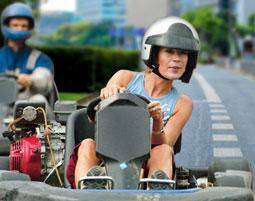 Kartfahren auf der Strasse fuer 2